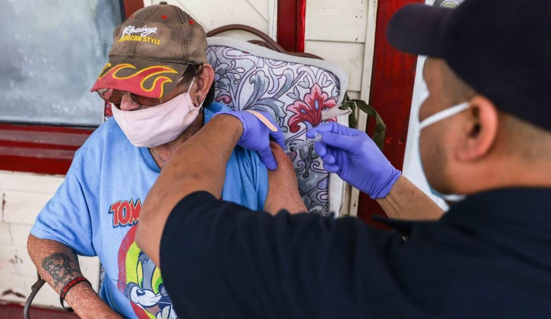 Dallas kicks off first in-home COVID vaccination program for homebound seniors